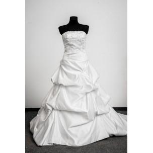 http://najsvadobnesaty.sk/6095-thickbox_default/svadobné-šaty-737.jpg